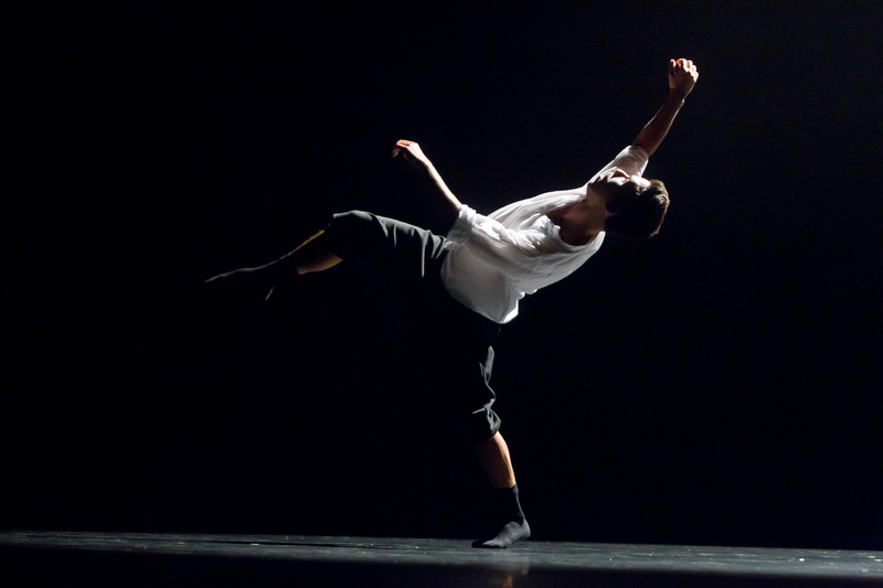 a place between, choreography by Lukas Timulak